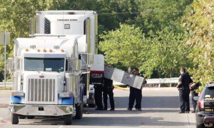 Murieron cuatro mexicanos en tráiler de Texas