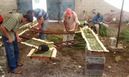 Como cada año, colocarán arcos de  cucharillas en antiguo palacio de Izúcar