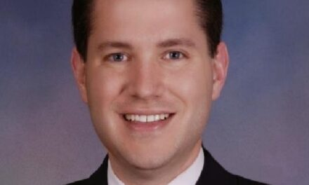 Republicano renuncia a su cargo tras ser sorprendido teniendo sexo con otro hombre