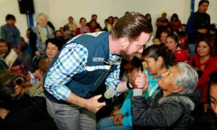 Back entregó apoyos invernales a vecinos de San Felipe Hueyotlipan