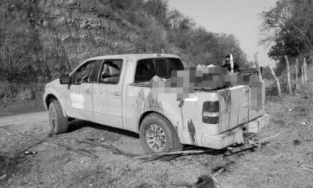 Suman 15 cuerpos encontrados dentro de camioneta en Michoacán
