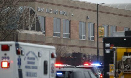 Balacera en secundaria de Estados Unidos dejó tres heridos y un muerto