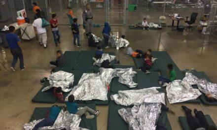Entre jaulas y llantos de niños, se separan familias de emigrantes en EU