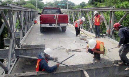 """Reinician labores de reconstrucción del puente de """"Leones"""" en Chietla"""