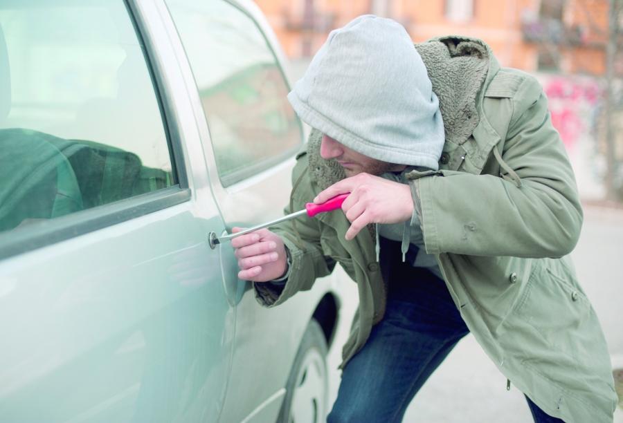 En un día, roban dos vehículos estacionados en Izúcar