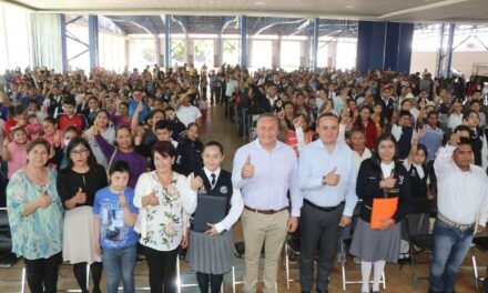 Gobierno de Atlixco entregó becas a grupos vulnerables