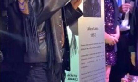 Poblano Alex Lora, cumple aniversario y celebra con placa