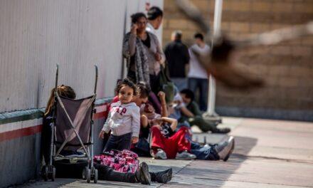 En peligro, niños migrantes expulsados por México y EU en pandemia: Unicef