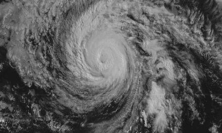 Huracán Douglas amenaza Hawái