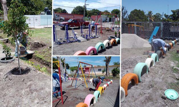 Rehabilitan parque infantil en Tilapa