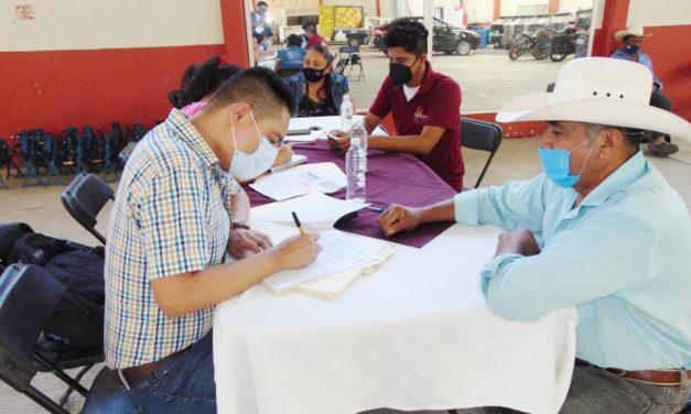 Gobierno de Tepeojuma apoya a abuelitos a tramitar su visa