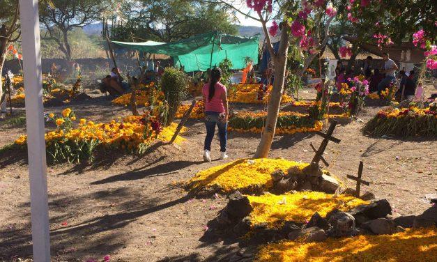 Con restricciones, abrirán panteones en Huehuetlán el Chico