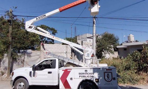 Ayuntamiento de Izúcar realiza mantenimiento a luminarias
