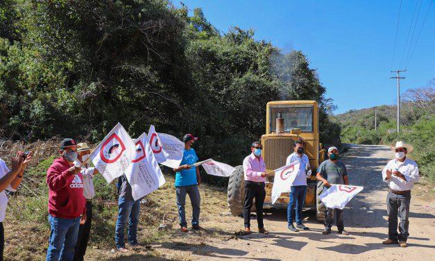 Inició rehabilitación de caminos de terracería en el municipio