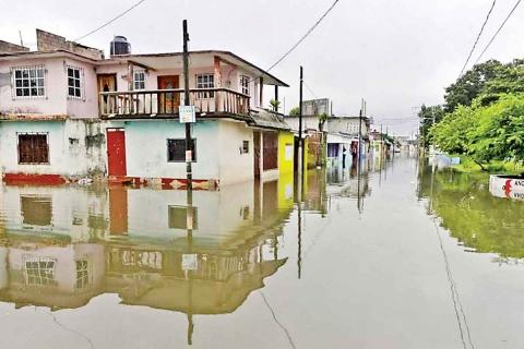 Gobierno federal apoya a afectados en Tabasco