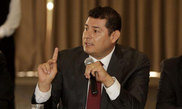 """Nacionalizar las minas de """"litio"""", propone Alejandro Armenta"""