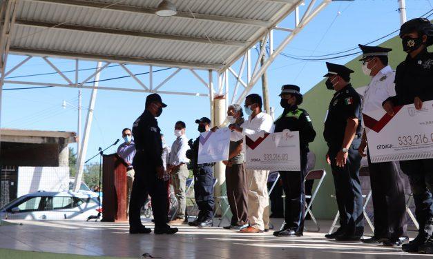 Se entregaron estímulos económicos a policías de Izúcar