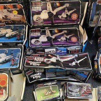 reciben bolsas de basura con colección de star wars valorada en más de 300 mil dólares