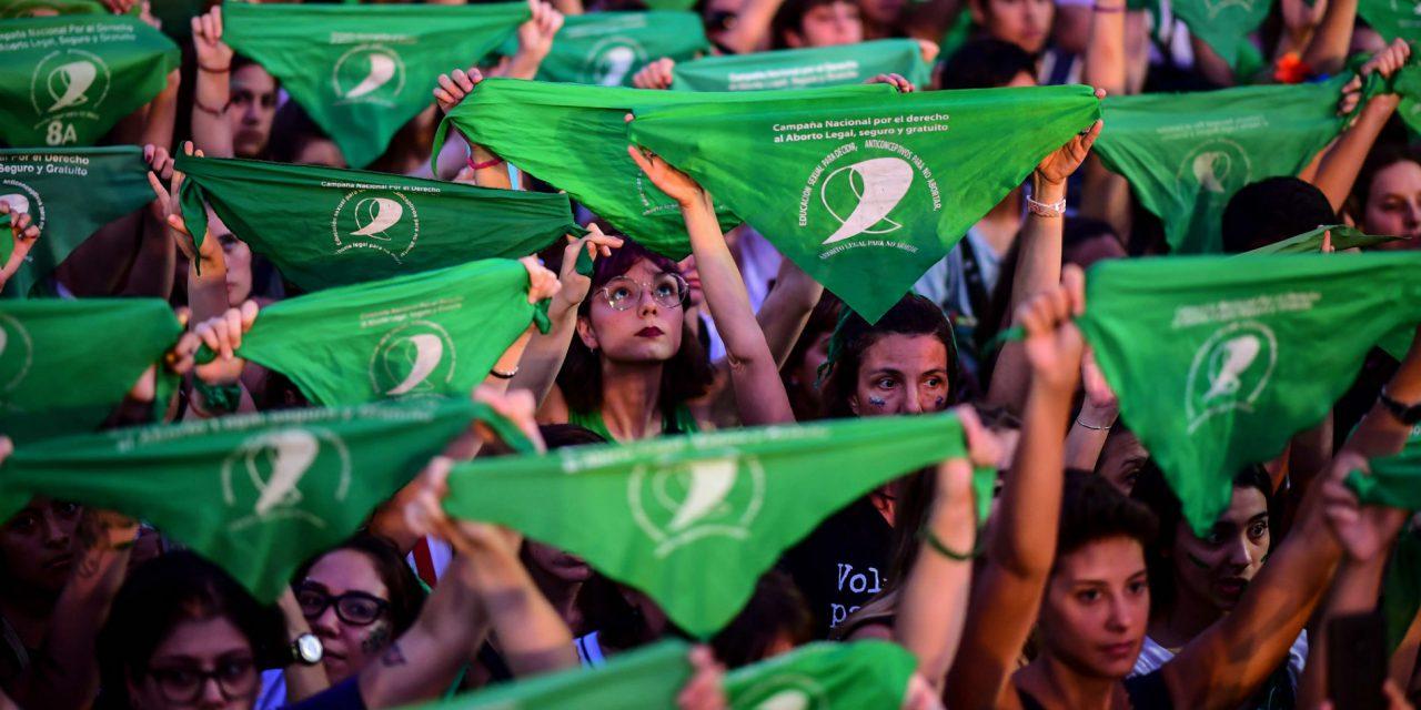 AMLO propone a consulta ciudadana legalización del aborto