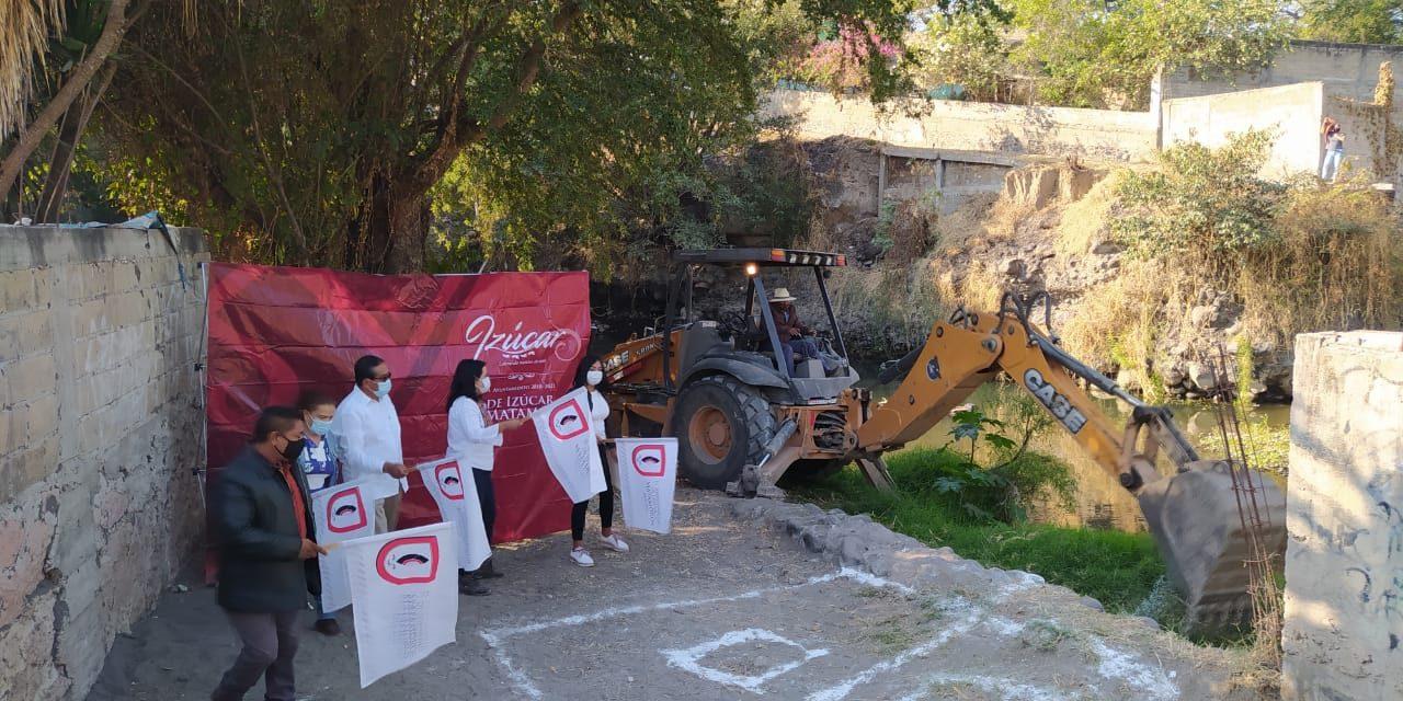 Construyen puente peatonal para comunicar a San Nicolás y Ayutla