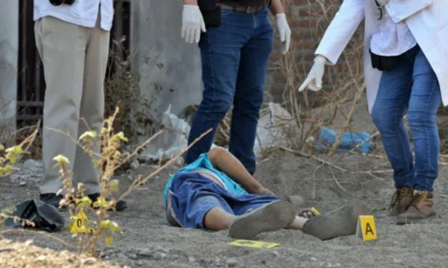 Asesinan a golpes a joven en Acatlán