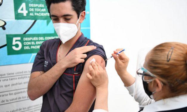 Inicia segunda aplicación de vacuna anti COVID a personal médico en Puebla