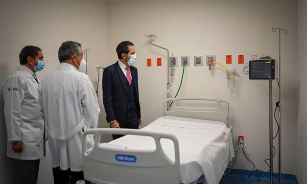 Entregó Esparza camas a la Unidad de Atención de Enfermedades Respiratorias Agudas