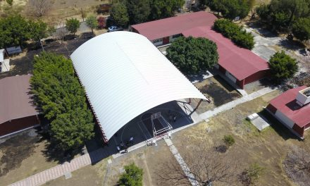 Inaugura Ayuntamiento de Izúcar techado en primaria de Rancho Juanitos