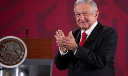 """AMLO celebra decisión del TEPJF para evitar """"censura"""" en mañaneras"""