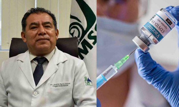 Director del IMSS San José vacunó a 55 administrativos