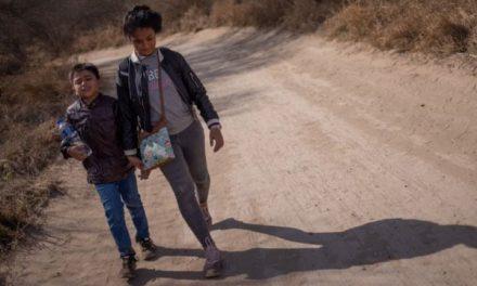 Niños migrantes cruzan solos la frontera a EU