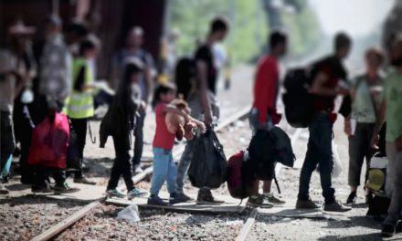 Polleros abandonan a niño izucarese en la frontera