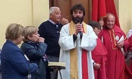 Fue flechado por cupido, sacerdote dejó la iglesia