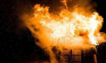 Niños mueren calcinados al quemarse su escuela