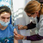 Pfizer busca utilizar vacuna contra Covid en adolescentes mexicanos de entre 12 y 15 años